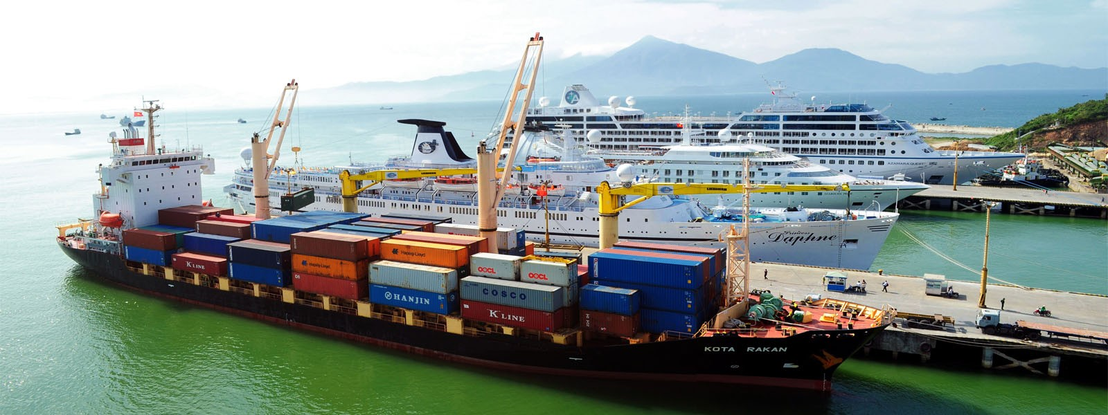With many seniors in the field of shipping agency and brokerage service, we offer various services such as husbandary agency, protecting agency for cruise, bulk vessel, LPG, tanker..,